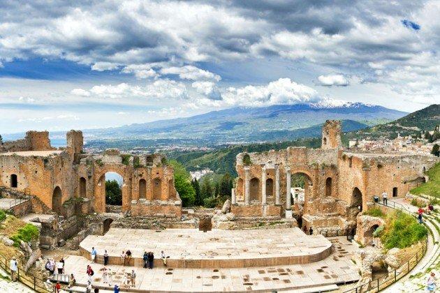 Taormina Teatr Antyczny widok na Etne