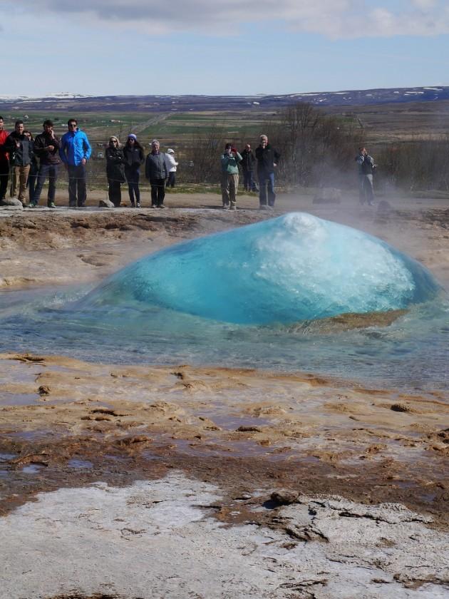 moment zebrania wody w Geysir