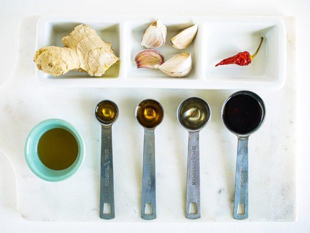 sałatka ze szpinakiem truskawkami i serem halloumi